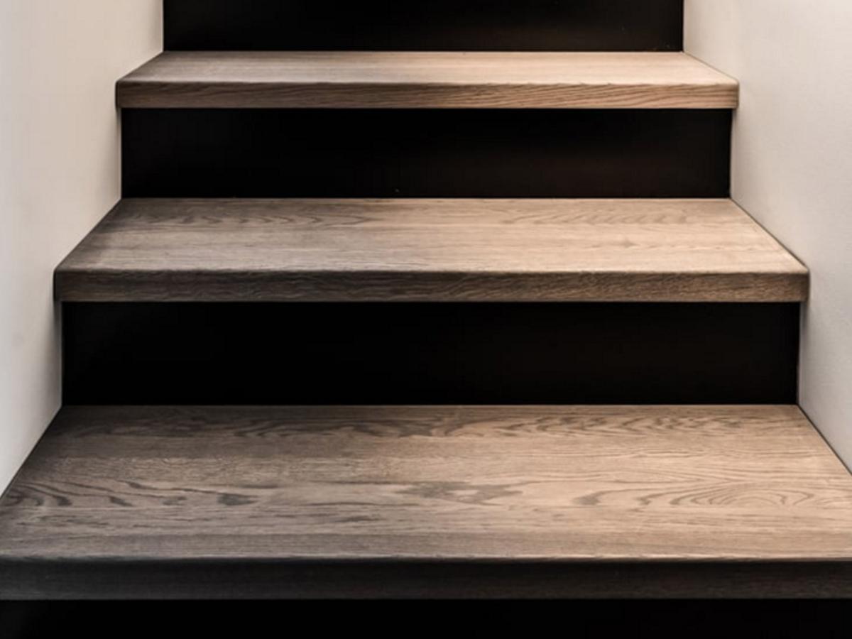 https://mercanparkett.ch/wp-content/uploads/2020/11/stairs.jpg